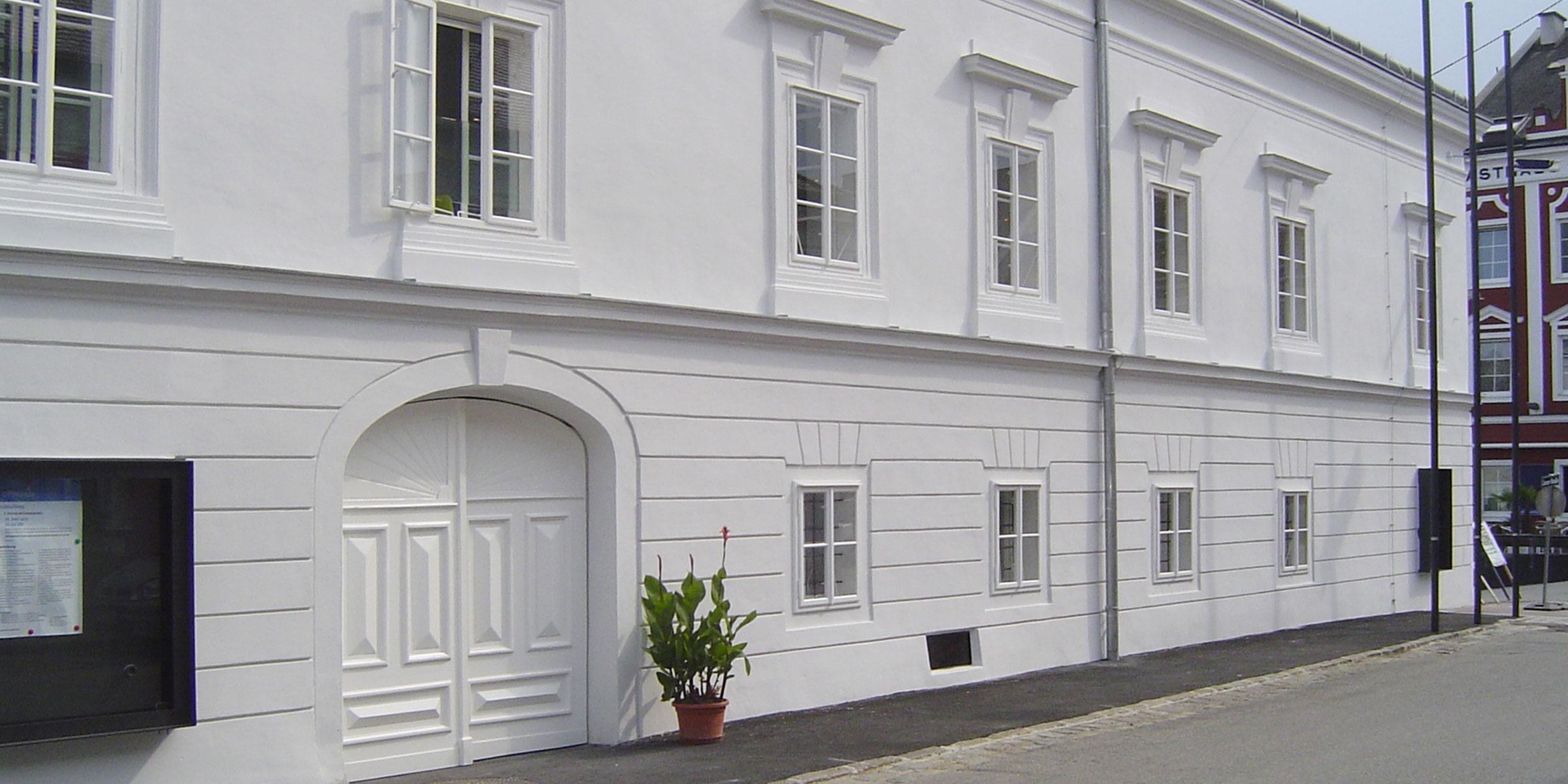Gemeindeamt Ottensheim Kastenfenster Kassettentüren Tor Tischler Hans Hummer Feldkirchen an der Donau